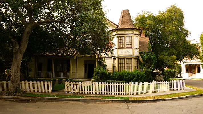 """Haunted house in """"Pretty Little Liars"""" at Warner Bros. Studio"""